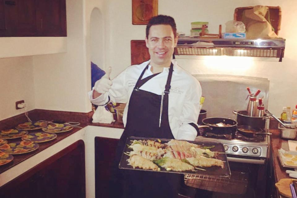 cooking-president-ecuador-galapagos-island-1.jpg