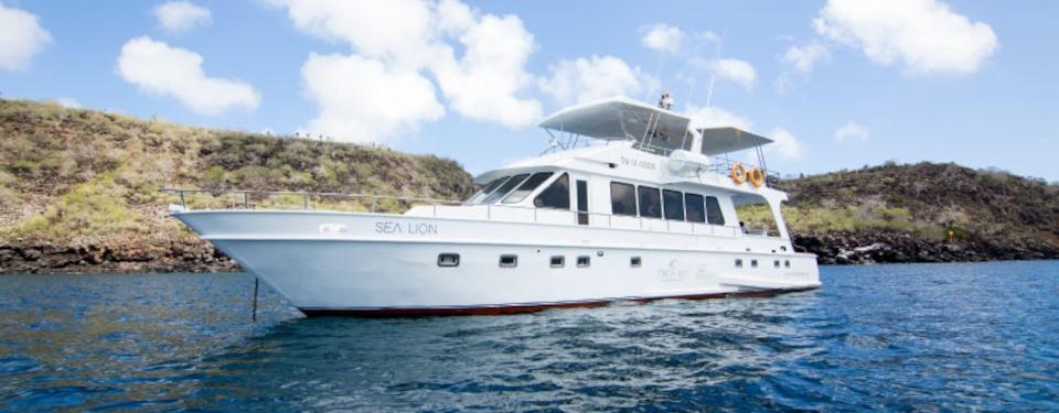 sea-lion-yacht-north-seymour-island-1.jpg