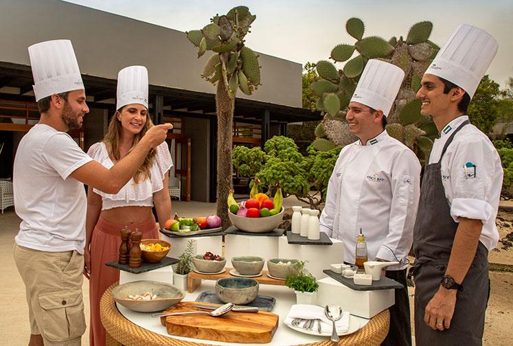 Clases de cocina de ceviche en el Finch Bay Galapagos Hotel