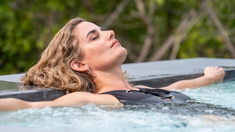 Relajándose en el jacuzzi de Finch Bay Galápagos Hotel