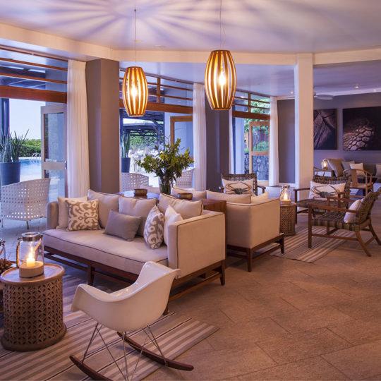 Un vistazo a la sala del Finch Bay Galápagos Hotel