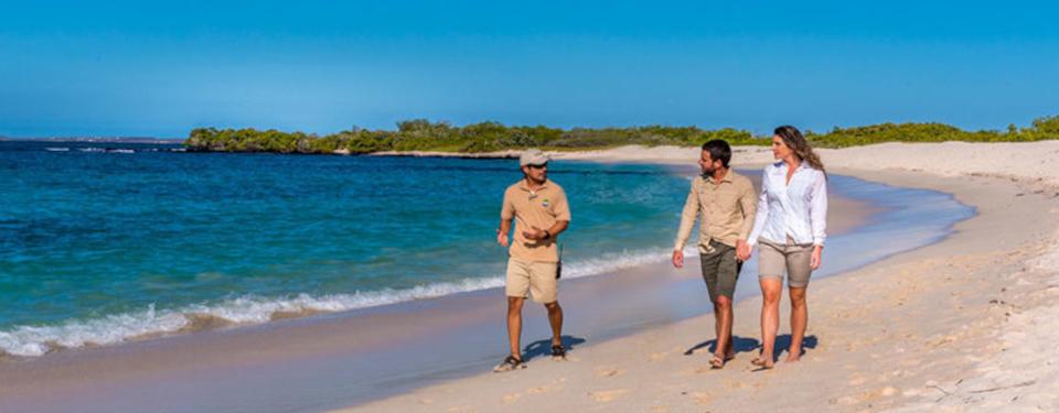 santa-cruz-bachas-beach-galapagos.jpg